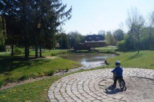 Přes park do Ekocentra Prales Kbely