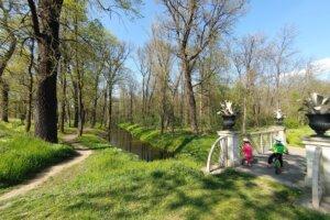 Read more about the article Veltrusy s dětmi na kole